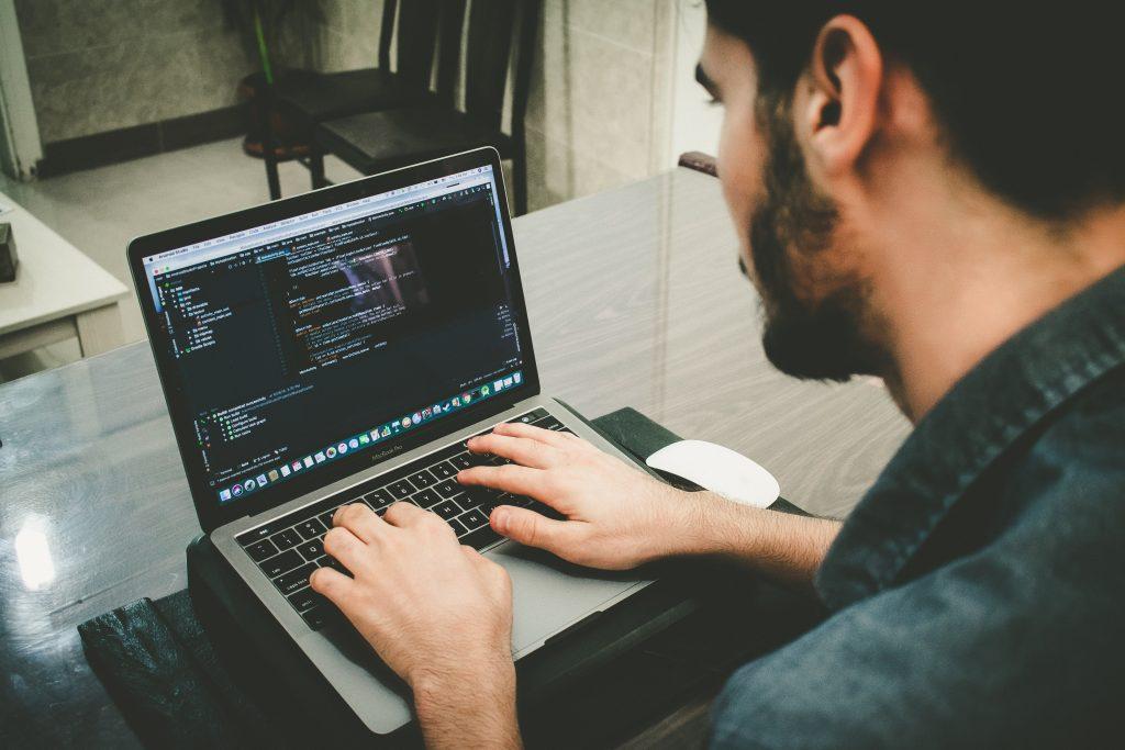 Un miembro del equipo de desarrollo cuya experiencia está relacionada con el ámbito del proyecto