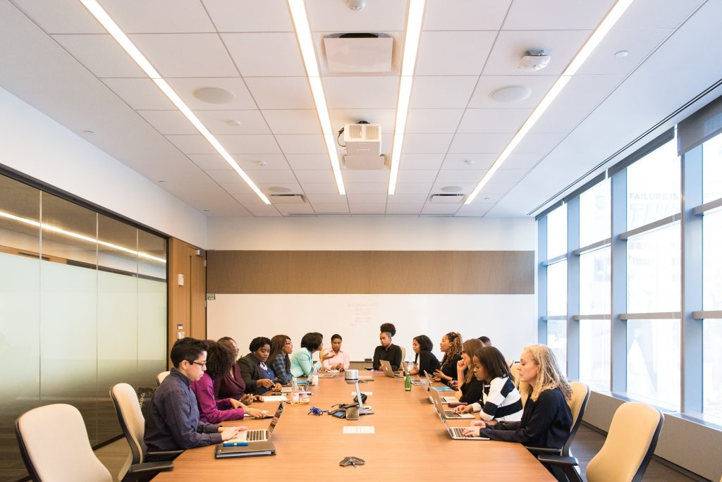 La tecnología actual permite que un director general encuentre un experto fácilmente