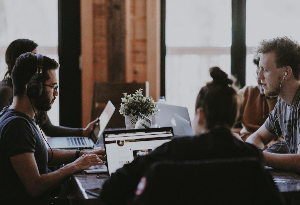 Contratar un equipo de desarrolladores web