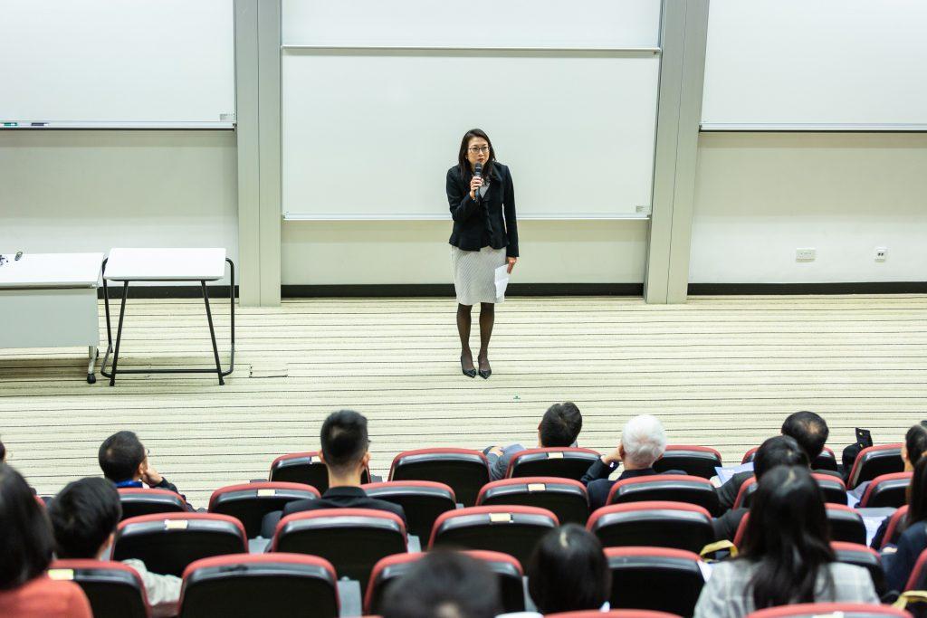 Il existe de nombreux cours gratuits ou bon marché que vous pouvez suivre pour acquérir les compétences dont vous avez besoin.