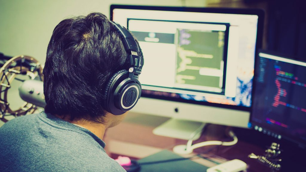 Les services de développement utilisent un processus multi-locataires dans un projet