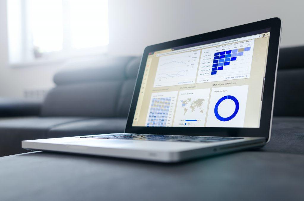 les technologies big data utilisées pour traiter les données par le biais d'analyses avancées et impliquées dans le stockage des données.